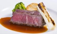 ㉕牛リブロースのステーキ レフォールソース