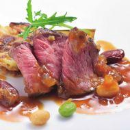 牛モモ肉の香草ガーリック風味フレッシュトマトジャポネ―ズソース