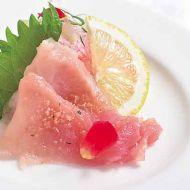 びんちょう鮪薄造り生姜風味のドレッシングで