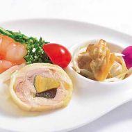 前菜3点盛り合わせ浅利貝のオイル和え・海老と水菜の和え物・ピータン入り白鶏ロール