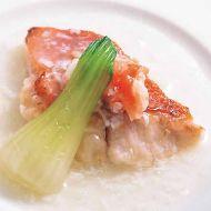 金目鯛の蒸し物タラバ蟹の餡かけ上海風